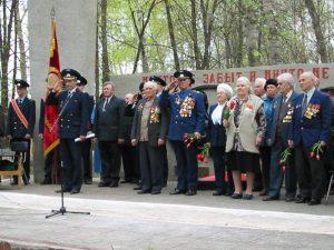 Митинг у обелиска в день Победы
